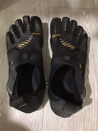 Vibram five fingers- training, hiking, walking