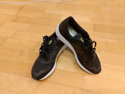 new balance黑鞋 25.5