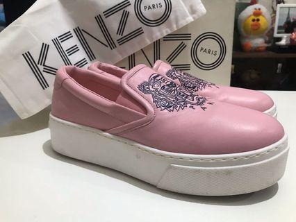 Sepatu Kenzo untuk wanita
