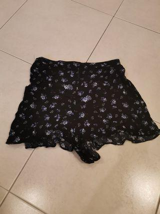 Preloved cotton on floral shorts