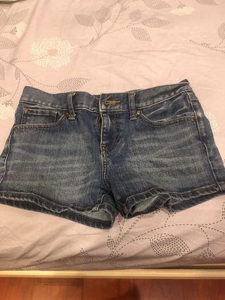 Uniqlo 牛仔短褲