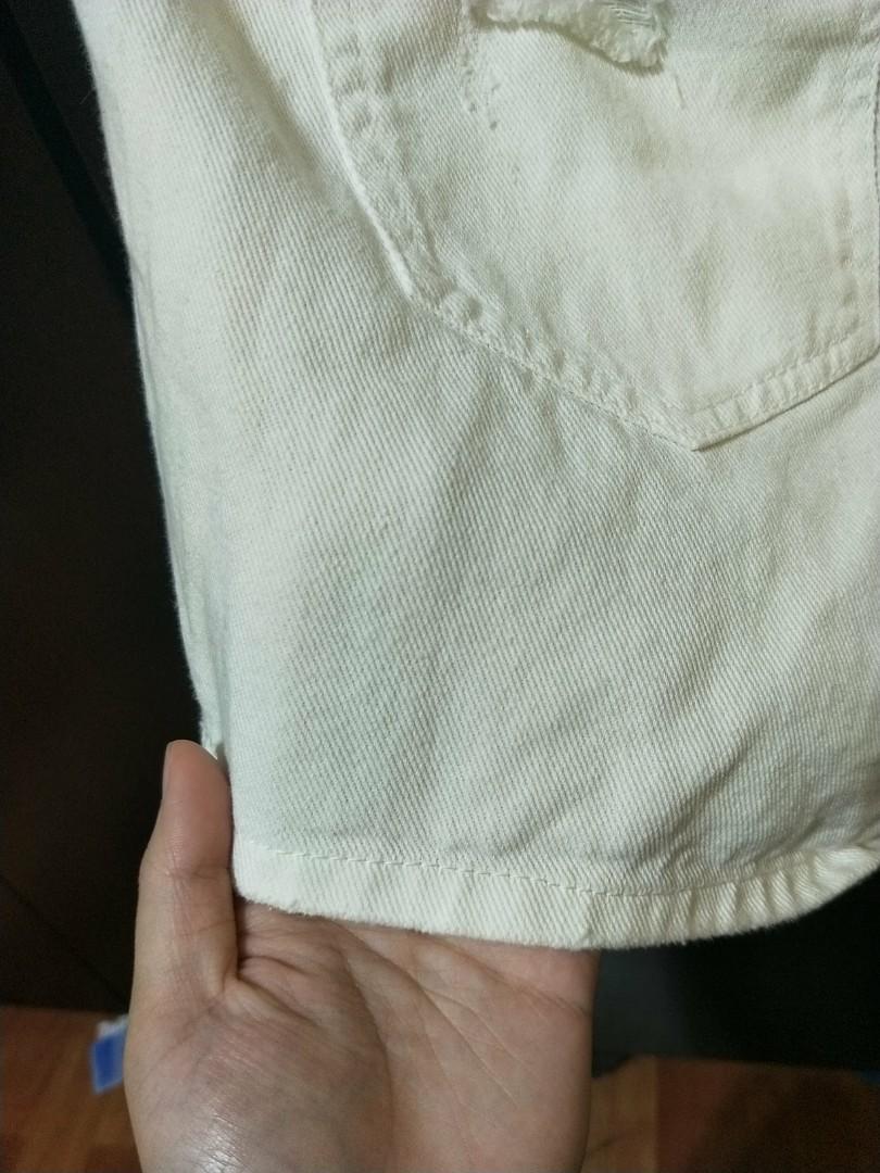 白色鬆緊短褲