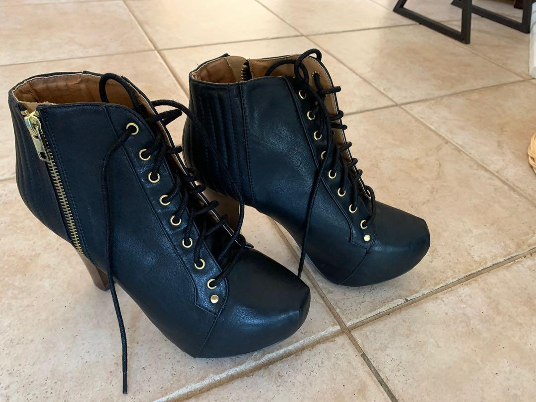 Booties black with laces