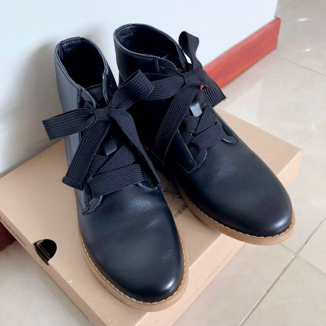 Hush Puppies Black Leather Ankle Boots