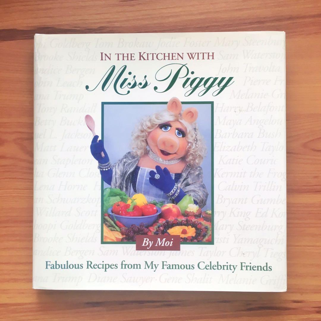 In The Kitchen with Miss Piggy: Fabulous Recipes from My Famous Celebrity Friends - Cookbook