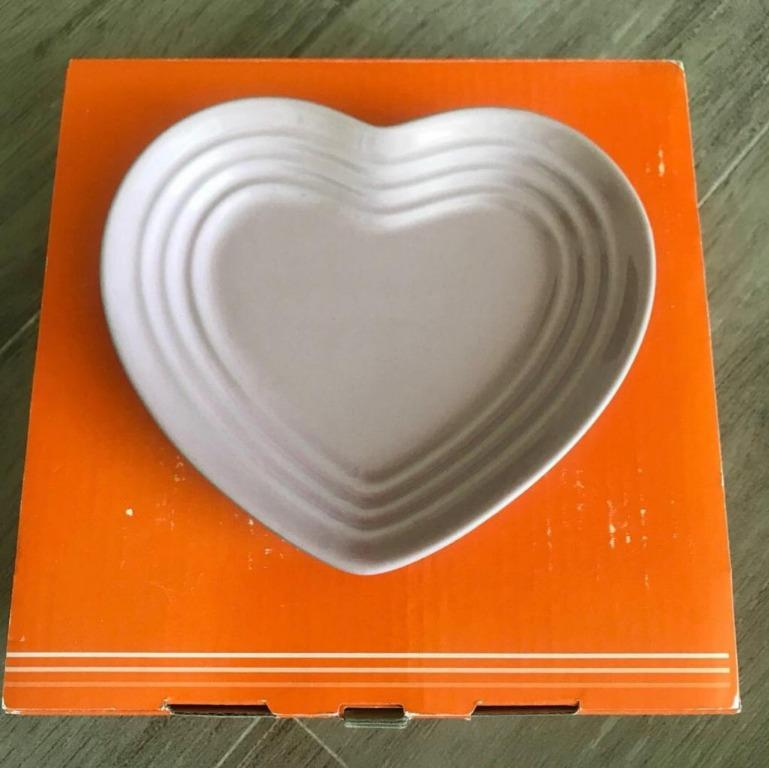 *New* Le Creuset Heart Shape Plate (Satin Pink)