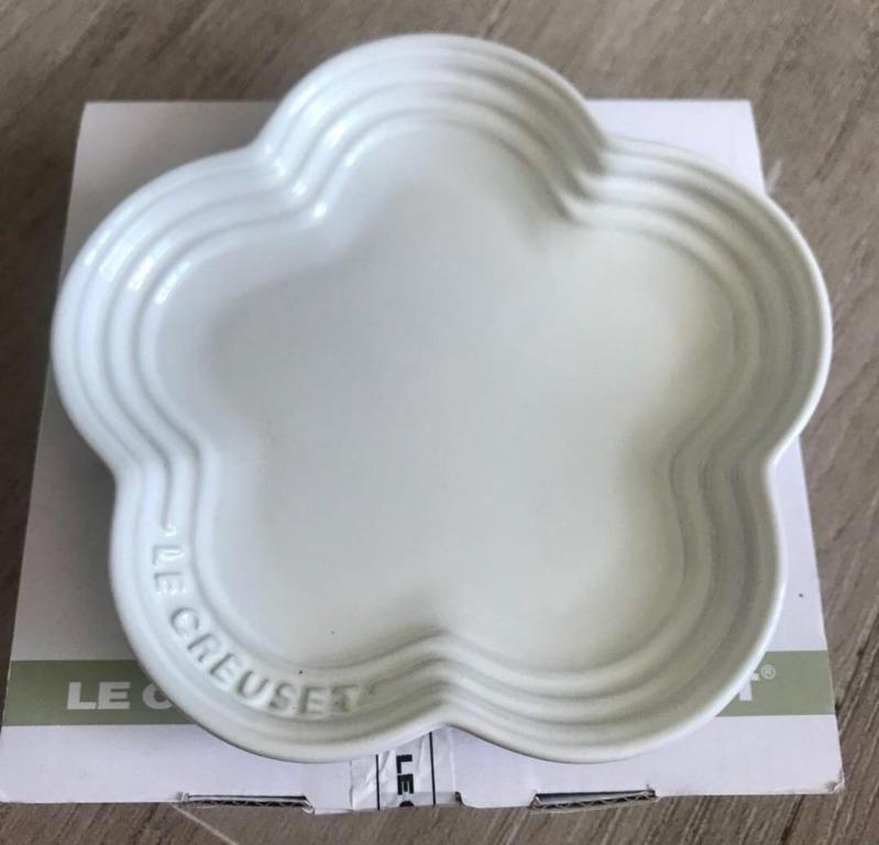 *New* Le Creuset Small Flower Shape Plate (Ivory Color)