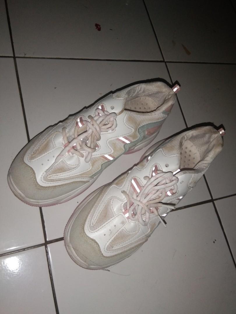 Sepatu uk 40