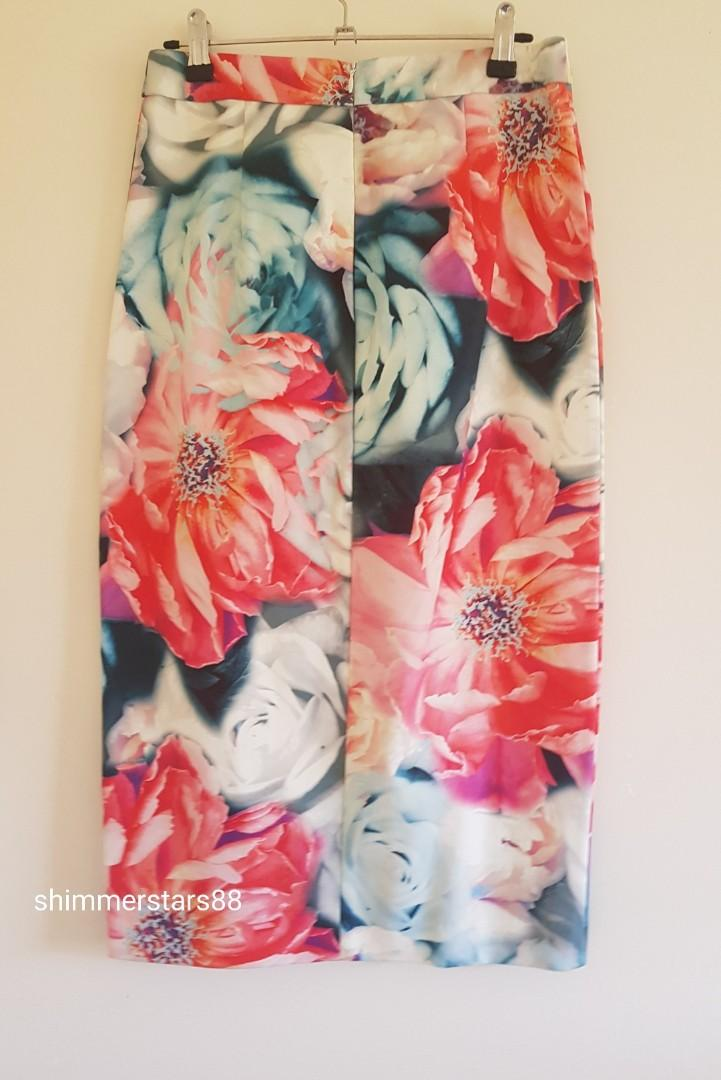 Wayne Cooper Floral fitted skirt with side split RRP$129.95