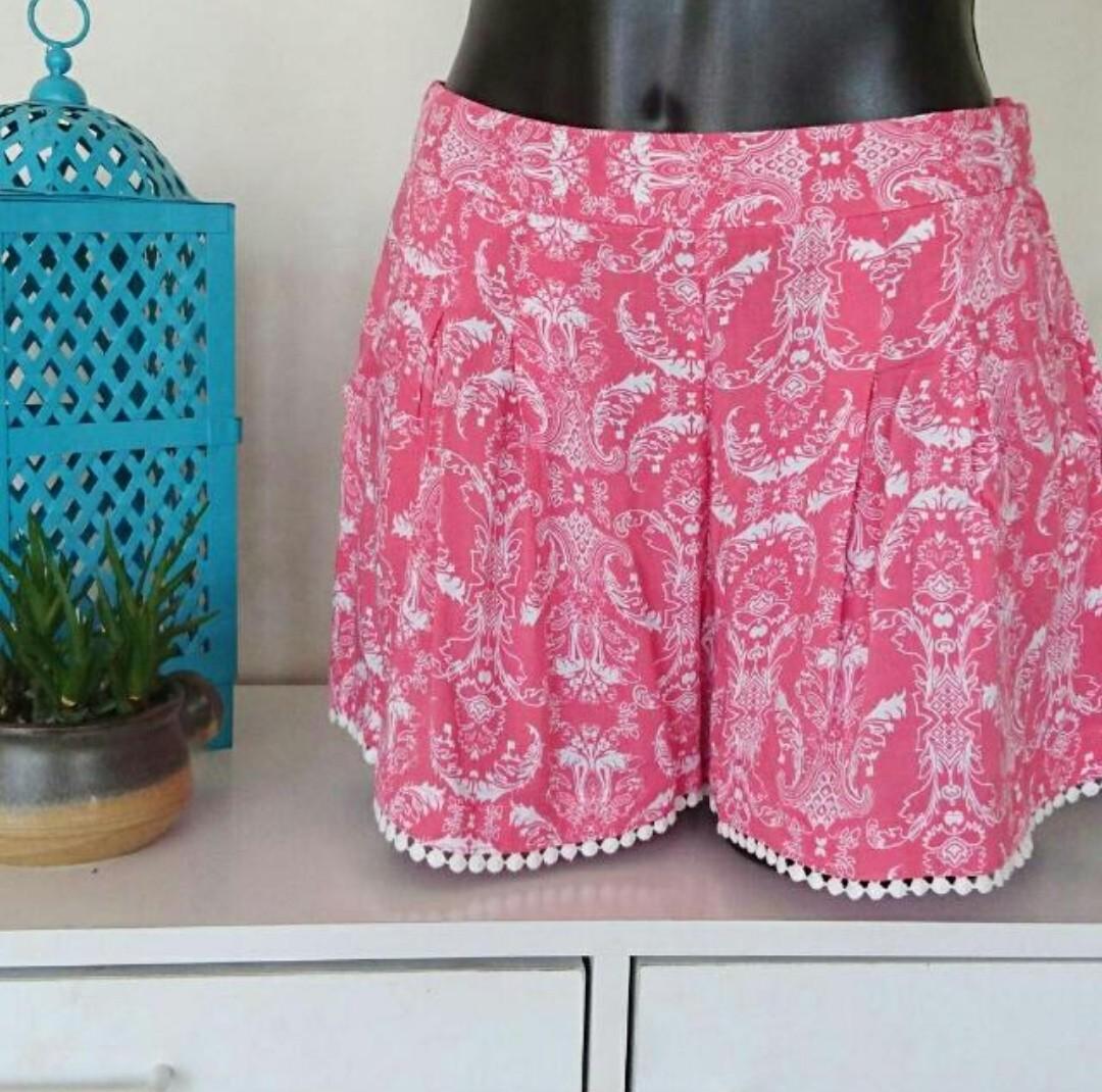 Women's size S Gorgeous bohemian paisley print summer shorts -AS NEW
