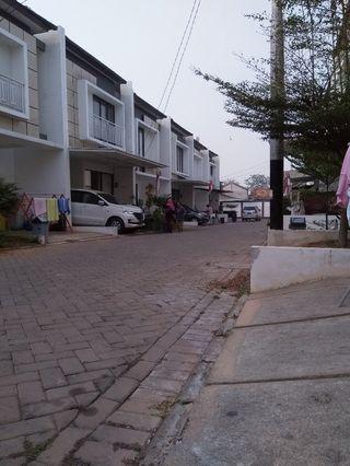Rumah minimalis 2 lantai kondisi baru, di lokasi strategis dekat bintaro