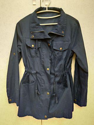 深藍色薄風衣外套