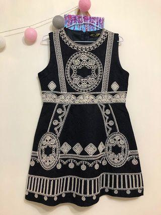 黑色刺繡洋裝