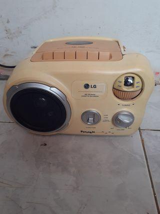 Jual radio portable LG kondisi normal