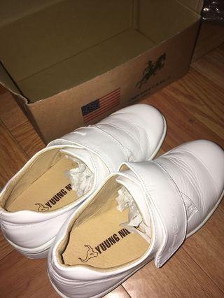全白皮革護士鞋