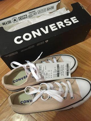 Converse奶茶色帆布鞋