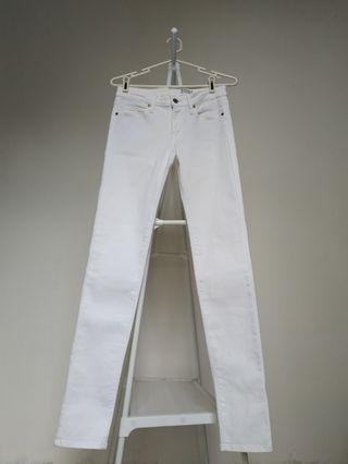 UNIQLO Ultra Stretch White Jeans