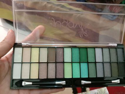 Eyeshadow pallete jugavi