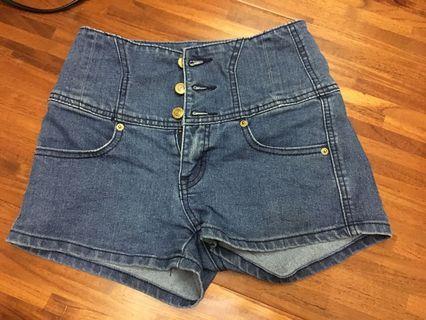 三排釦深藍色牛仔短褲