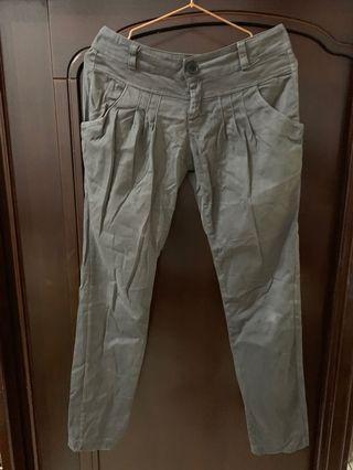 灰色老爺褲