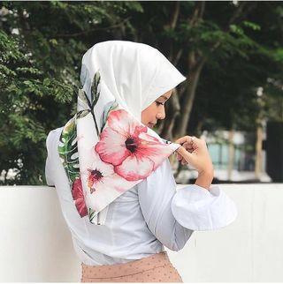 Diyana Halik Square Tropical Hibiscus