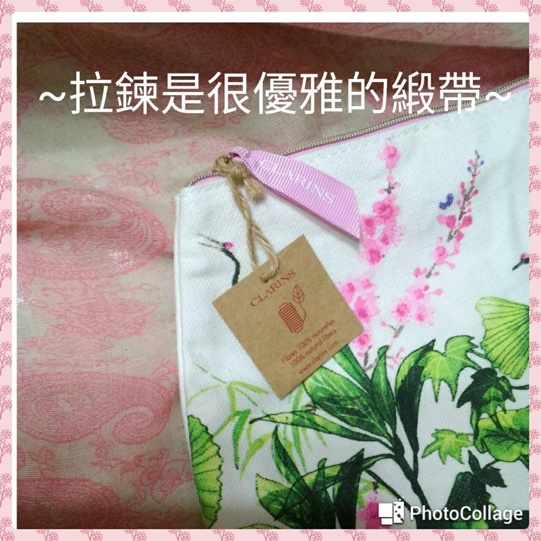 克蘭詩 優雅花園化妝包 尺寸:33長(25.5拉鍊處)*17.5高*9.4寬(最外圍)