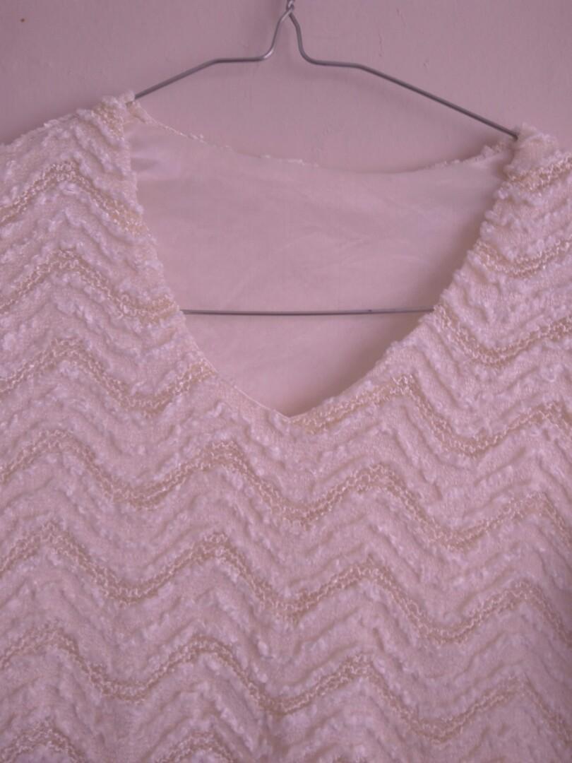Baju putih Semi Brukat ( Beli di Hongkong )