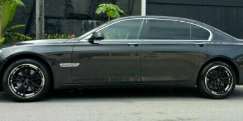 BMW 730Li Sedan (A)