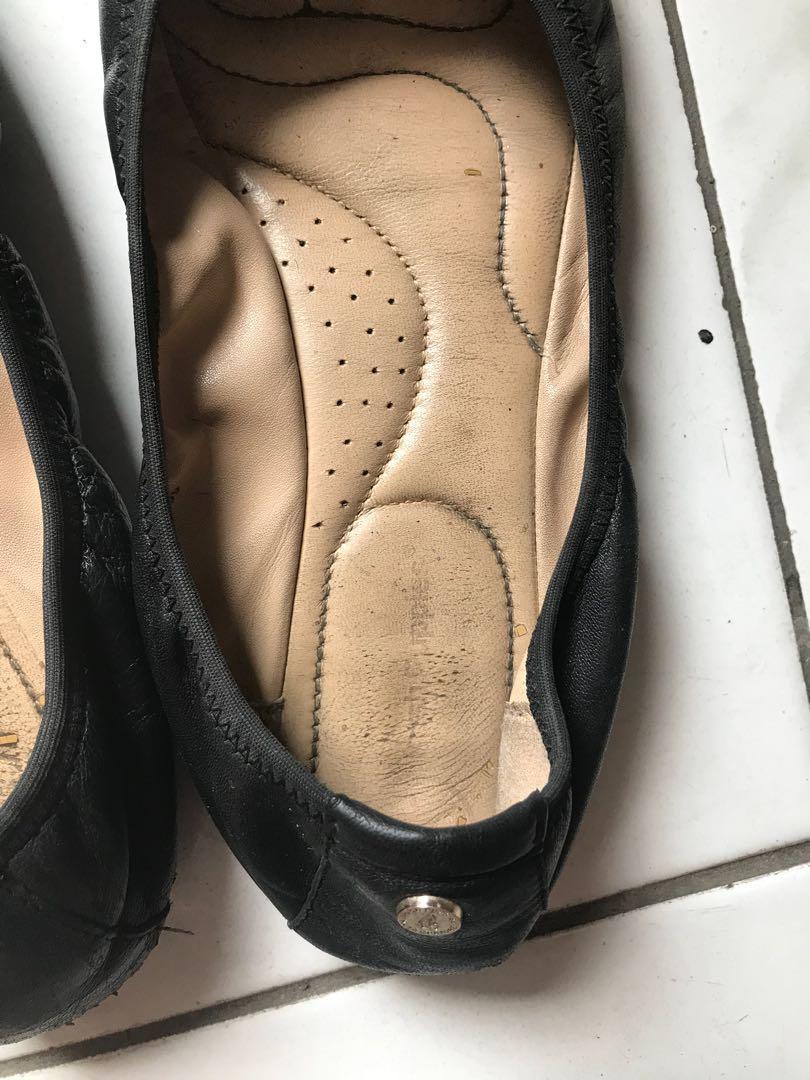Hush puppies black flat shoes