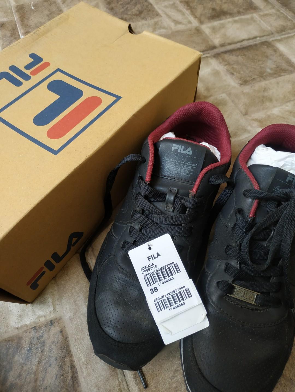 Sepatu FILA (unisex)