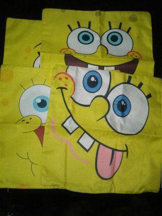Sarung bantal motif sponge bob
