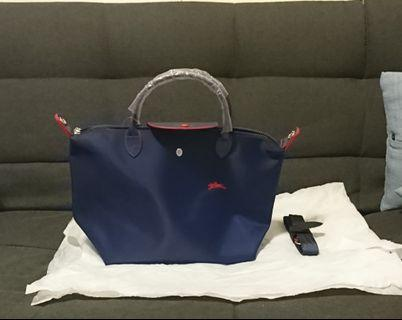 Longchamp厚皮包(最受歡迎的顏色:深藍色)