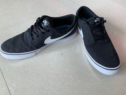 二手*只穿一次*Nike 男生 休閒鞋 板鞋 黑