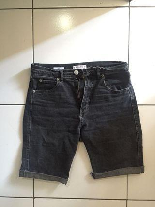 Celana pendek P&B