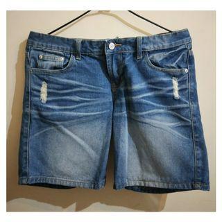 造型刷破牛仔短褲