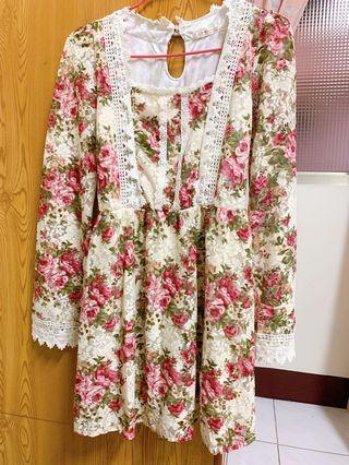 超美的碎花蕾絲裙🌸!!!