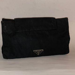 PRADA 黑色尼龍材質化妝包收納袋旅行小包 保證真品或退雙培錢