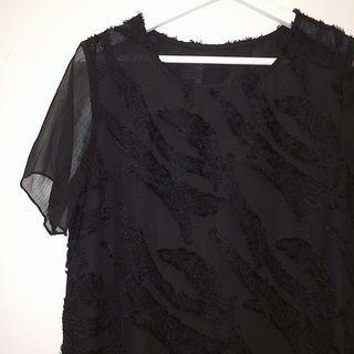 ✼黑色毛鬚圖騰洋裝✼ 純黑 微透 立體毛毛 不規則紋路 雪紡短袖 無收腰中長裙 日本古着Vintage