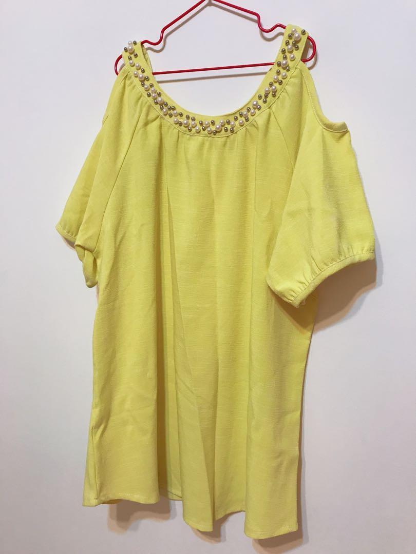 黃色小露肩珍珠領口寬鬆上衣