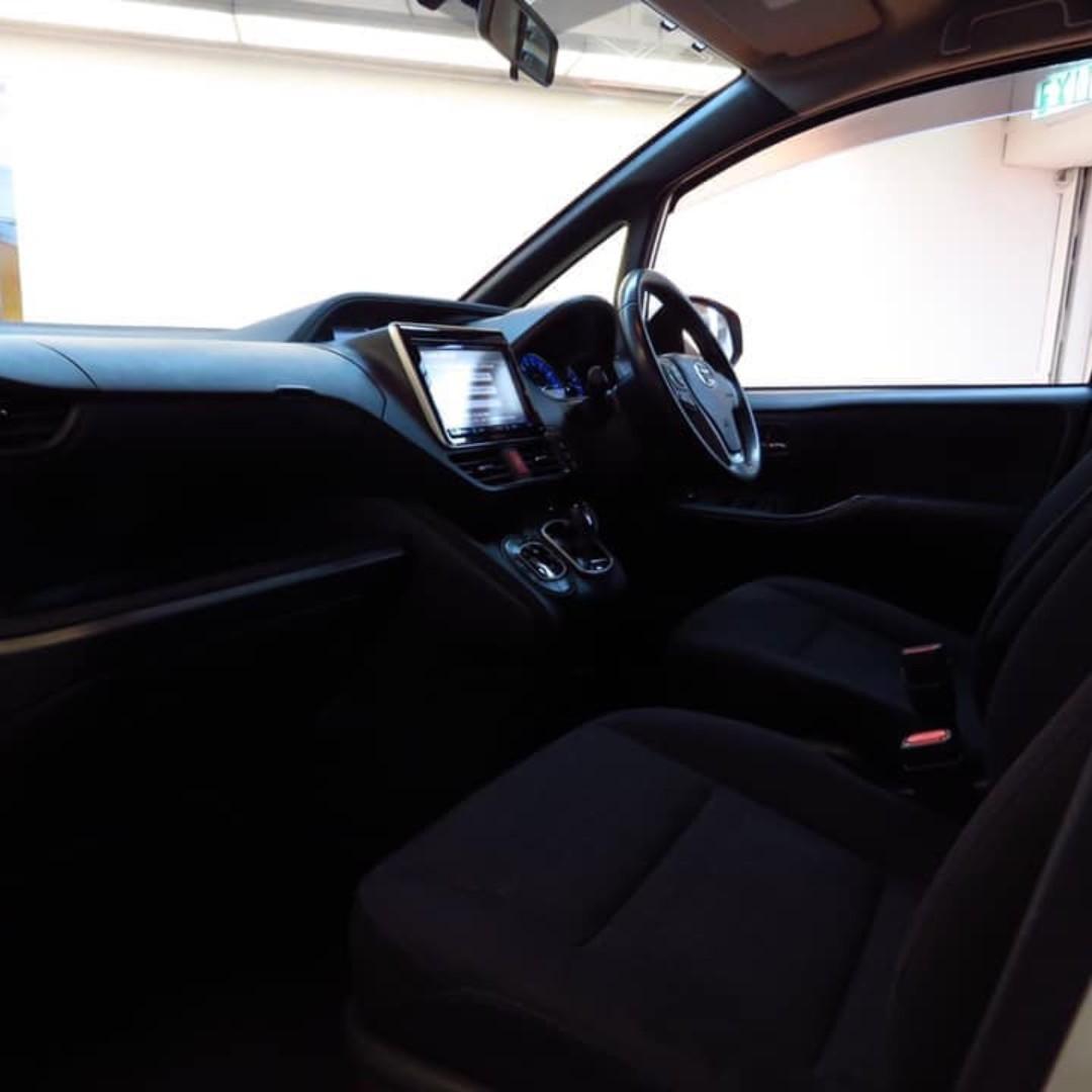 2014 Toyota Voxy Hybrid V