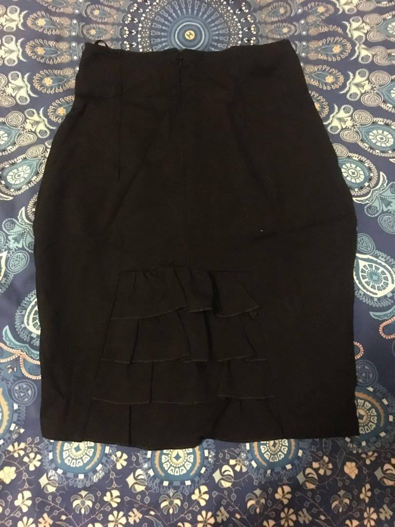 Black pencil work skirt with frill at the back size M