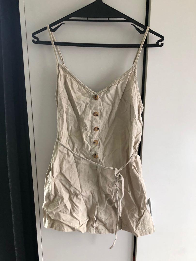 Women's clothes (scroll through)
