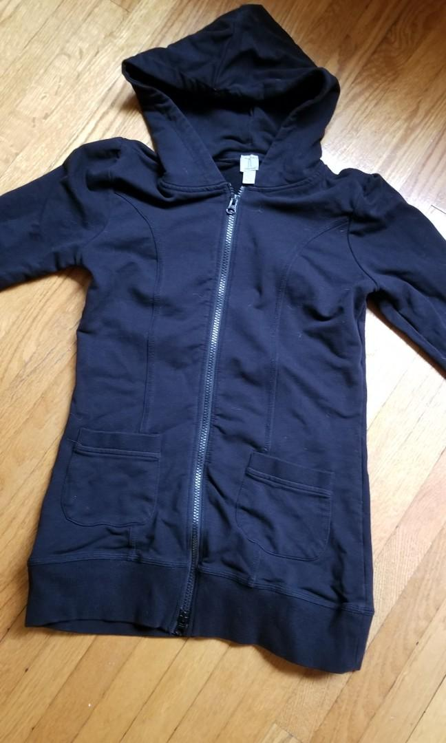 Womens hoodie top. Size xs. New condition. Priced to sell. Pick up Gerrard and main or 20 bay. $3 with $5 meetup. Ie. Pick anything else for $2 or more.