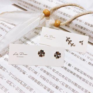 全新925純銀耳環 小幸運草/不對稱枝枒
