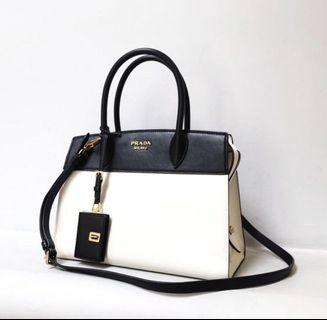 Authentic prada saffiano bag in nerro y blanco