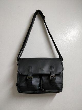 vintage looking shoulder bag