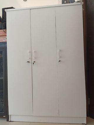 Lemari 3 Pintu