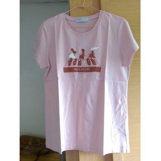 (下水)佐丹奴舒適休閒塗鴉鋼琴女孩純棉短袖上衣/T恤