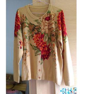 (全新)華麗大花朵絕代風華寬鬆開釦針織外套(中大尺碼可穿)