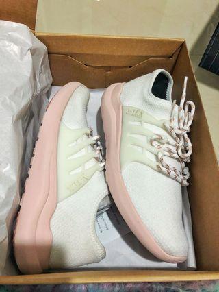 Waterproof sport shoes dusty pink white